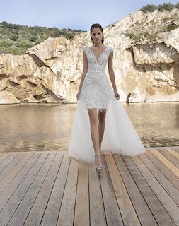 Etui-Brautkleid mit Überrock
