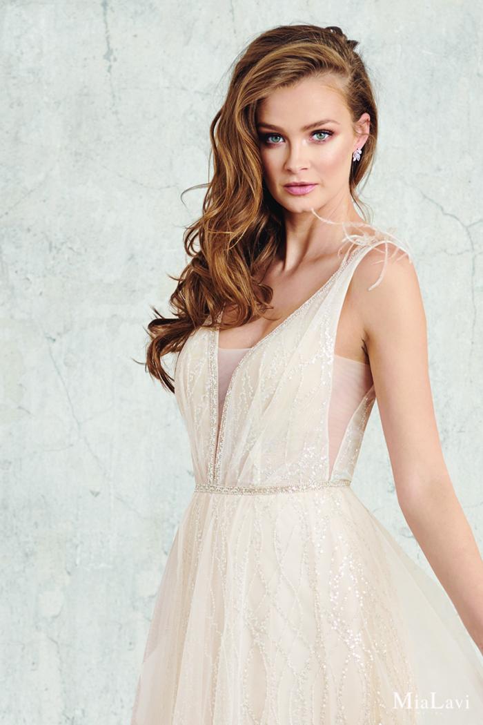 Brautkleid mit Federdetails