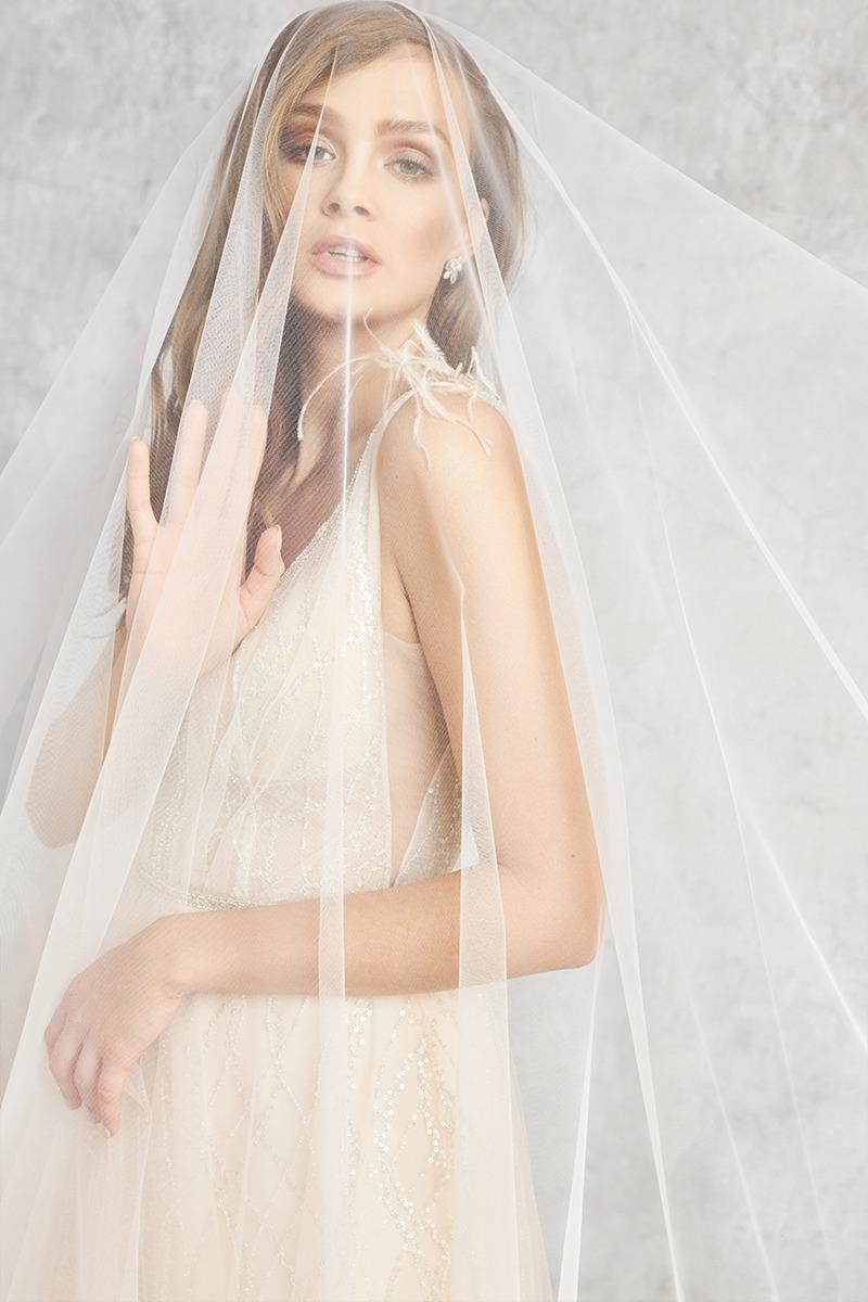 Frau im Hochzeitskleid und mit einem Brautschleier